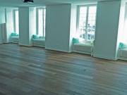 Der Raum leer und unbeleuchtet